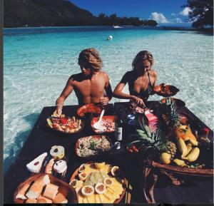 jayalvarrezSteady diet ocean style 😜 @alexisreneg