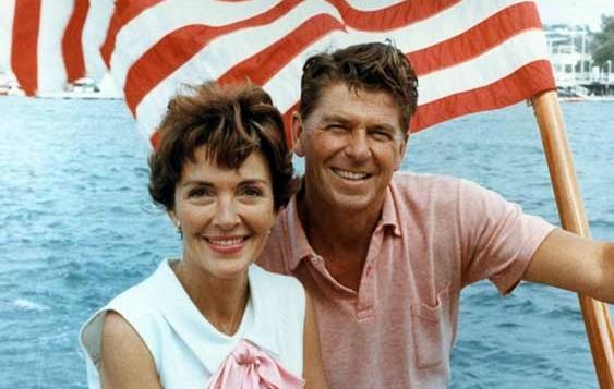 Ronald_Reagan_and_Nancy_Reagan_aboard_a_boat_in_California_1964