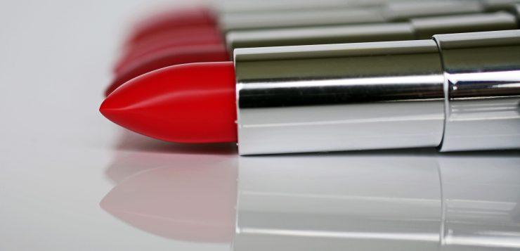 lipstick-1367770_1920