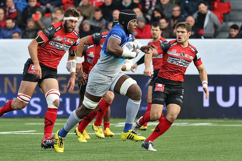 Maro Itoje making metres, photo by Clément Bucco-Lechat