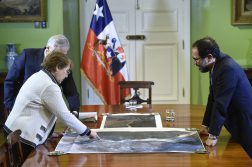 Chilean president Michelle Bachelet meeting Bolivian government representatives