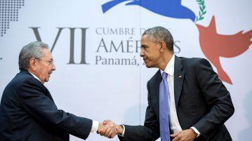 Handshake between Barack Obama and Raúl Castro (Image: White House / Public Domain)