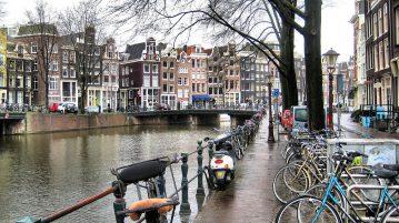 Credit:  Francisco Anzola, Amsterdam Canal (2348076980), CC BY 2.0