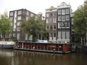 Credit: Oxyman, Poezenboot Amsterdam 2, CC BY-SA 3.0
