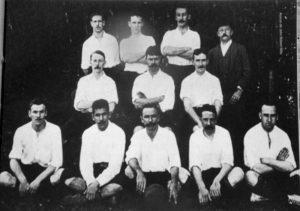 https://upload.wikimedia.org/wikipedia/commons/1/1f/Saopaulo_ac_football_1904.jpg?uselang=en-gb